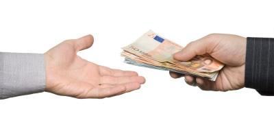 Pagandole otro mes de renta por adelantado a mi casero - 1 part 4